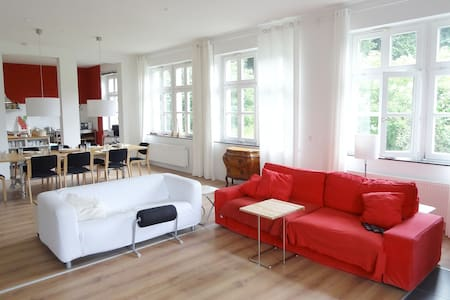 Lots of space (300qm) in Weilburg - House
