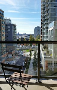 Cozy room+balcony in Vancouver DT! - Byt