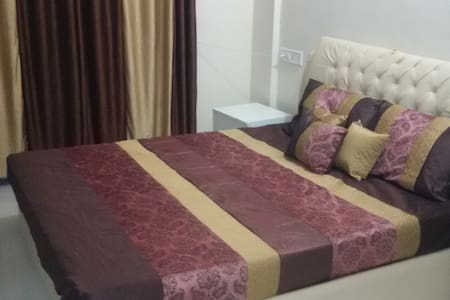 2 BHK Fully Furnished Apartment - Wohnung