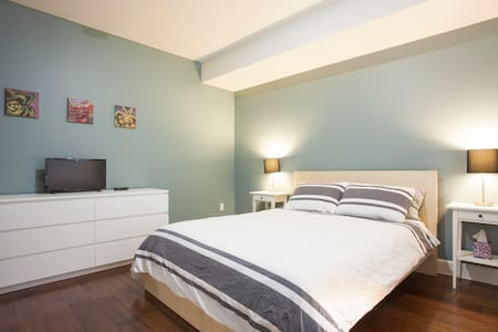 1700sq ft 3 bed, 3 bath apt in central Miracle Mile with outdoor patio.  Spacious room and private bath, 1 parking space in gated garage, TV with premium channels. Wifi, in-unit washer/dryer. Kitchen can be used 24-7 with filtered water from the tap.