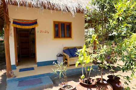 H20 Yoga Resort - Fire Lily - Chalet
