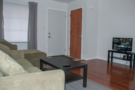 2 Bed Townhome with Hardwood Floors #7 - Adosado