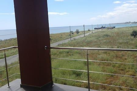 Large panoramic Sea View studio & beautiful beach - Leilighet