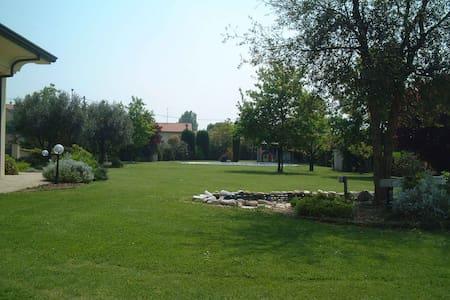 Space for tents in the garden - Scarperia e San Piero