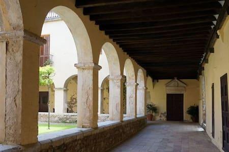 Casa Convento Monjas de Clausura - Figueres