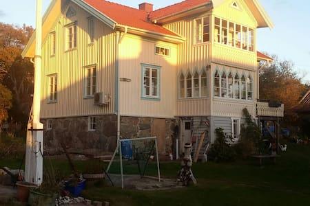 SÖRGÅRD PÅ BOHUS-BJÖRKÖ - Öckerö - House