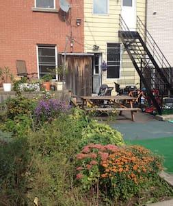Perfect summer house - Big double room Mille-end - Montréal - Apartment