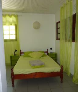 Chambre, sdb, terrasse, indépendantes à Gosier - LE GOSIER