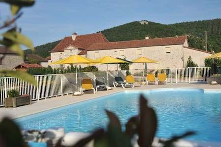 Le Mas de La Pommeraie   prés de  St-Cirq-Lapopie - Saint-Géry - Guesthouse