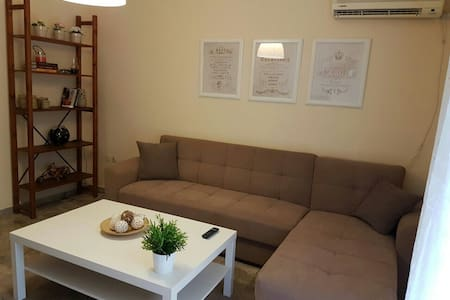 Jump to city center- Wifi Sunny Apartment - Αθήνα - Apartment