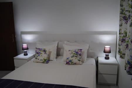 QUARTO LIBERDADE II c/ WC - Apartamento