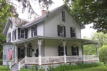 Hudson Valley and Berkshires Victorian Farmhouse - Ház