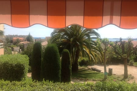 Near Nice: 2 bedrooms,private parking,pool,beaches - Byt