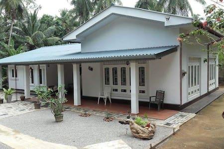 COKUSS.GARDENHOUSE -WELIWERIYA - Gampaha - Villa