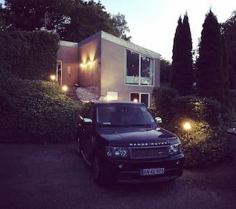 Big house, beautiful garden and surroundings.. - Egå - Villa