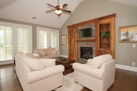 (#201) 2BR Luxury Condo at Lake Gaston! - Littleton - Wohnung