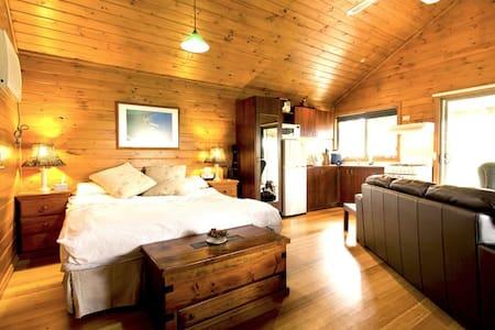 GrassTrees Cottage - Peace, Privacy - Blockhütte