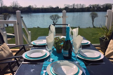 Lakeside With Stunning Views    - Gloucestershire - House