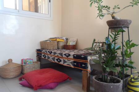 Chambre calme/Quiet Bedroom avec grande terrasse - Apartemen