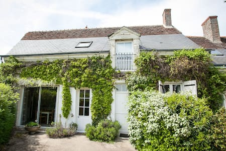 Spacious gîte with pool nr Amboise - Monteaux - House