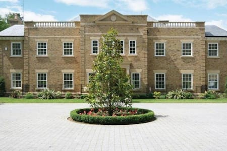 Mayfields mansion near Ascot - Windlesham - Huis
