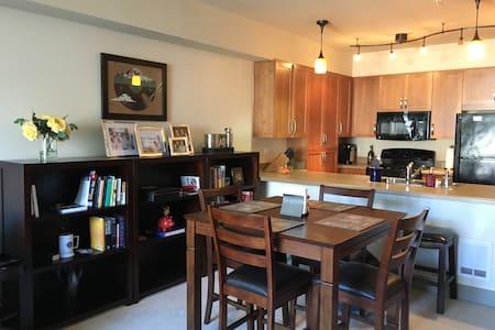 Like new condo near Costco HQ, Bellevue, Seattle - Issaquah - Condominium