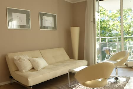 Beautiful, very central + very quiet, west balcony - Munich - Appartement