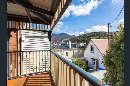 Heritage house in the heart of South Hobart - Townhouse
