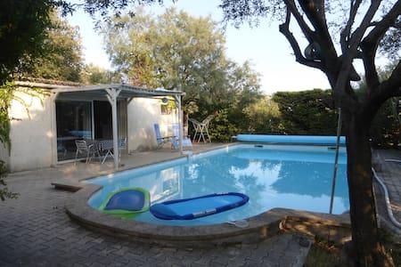 studio indépendant à Bezouce avec piscine privée - Bezouce - Rumah
