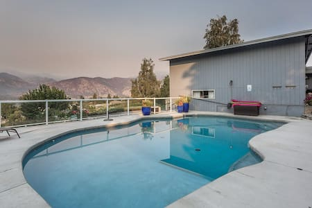 Bay View Poolside Getaway - Manson - House