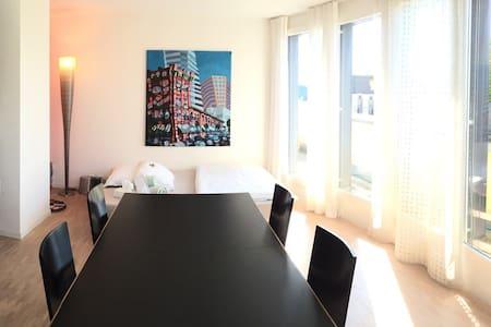 Helle, moderne und offene Wohnung - Apartemen