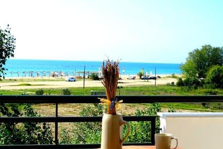 Seaside Apartment (Akti Retzika) - Epanomi - Bed & Breakfast