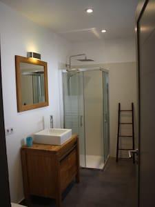 Chambre privée avec salle de bains - Aix-en-Provence - House