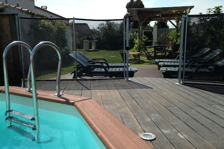 Typical french home with pool - Huis