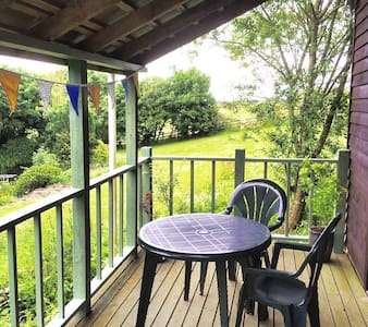 comfy cabin with stunning views in idyllic setting - Zelah - Stuga