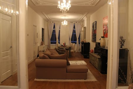 Modern and classic apartment in center The Hague - Den Haag - Daire