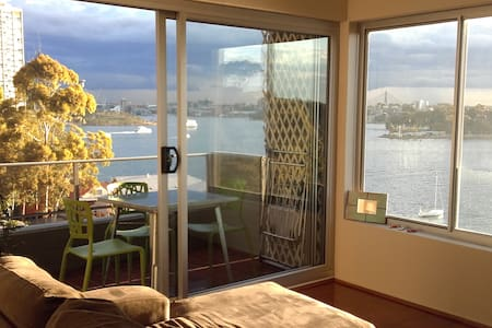 Central.. Peaceful.. Harbour Views - McMahons Point - Flat