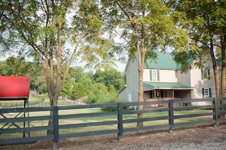 Near French Lick- Farm-16 Bedrooms - Shoals - Bed & Breakfast