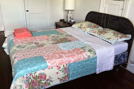 Austere Queen Size Bed with Basics 308 - Upper Darby - House