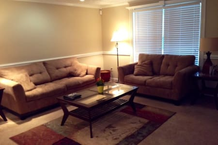 Simple and Comfy Room - Indianapolis - Rumah