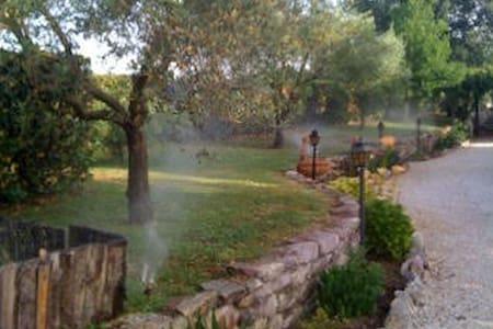 Casa di campagna immersa nel verde