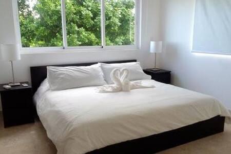 Colina al Mar Residencies - Bed & Breakfast