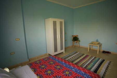 Cozy Sunny Double Bedroom, Maadi - Al Abageyah
