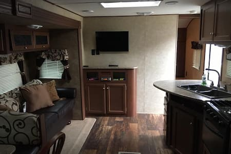 Secluded RV close to Canyon Lake, TX - Fischer - Camper/RV
