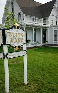 The Wisdom House est. 1878 - Baker City - House