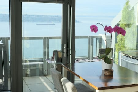 Pike Place Condo with Amazing Views