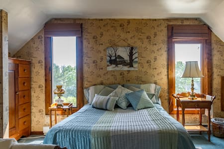 Cayuga Lake Country Home - Bed & Breakfast