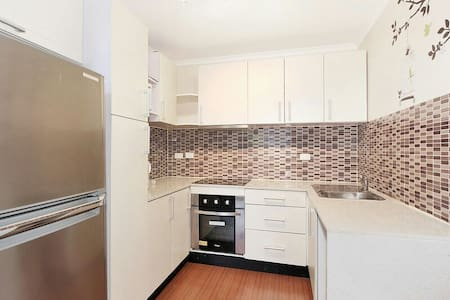 West Ryde near train with parking, pool and wifi - West Ryde - Apartment