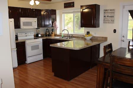 Beautiful, clean home in Layton, UT - Hus