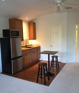 Upstairs bonus room w/ kitchenette - Casa